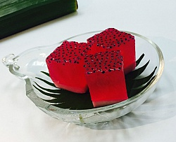 Thai Rose Agar with Basil / Kiwi Seeds