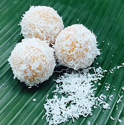 Ondeh ondeh Inti (Coconut)