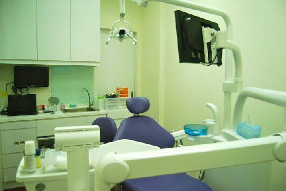 Glittz Smile Dental Surgery (Nehsons Building)