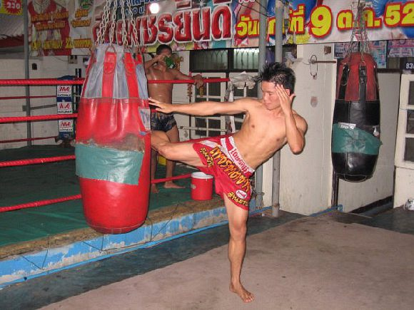 Chowraiooi Muay Thai (Golden Mile Complex)