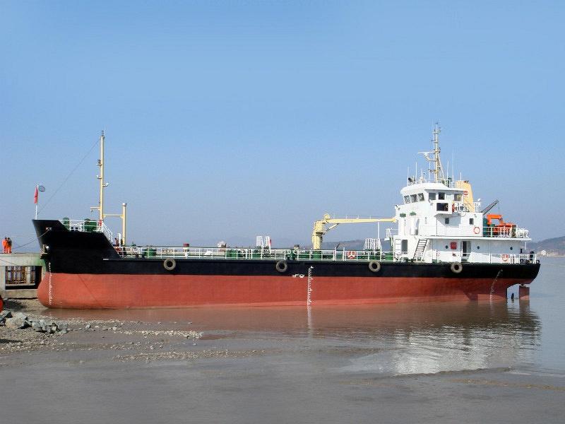 1000DWT OIL TANKER