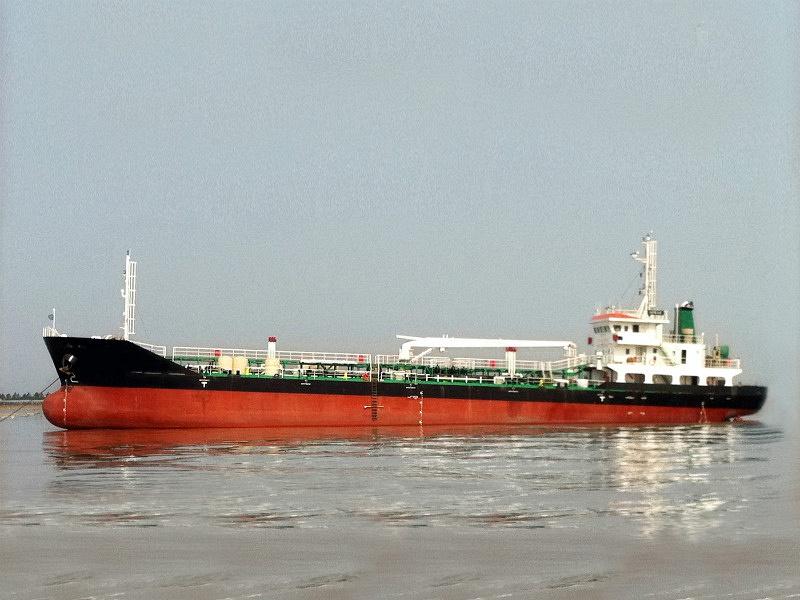 2500 DWT OIL TANKER