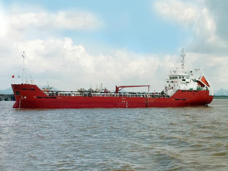1600DWT OIL TANKER